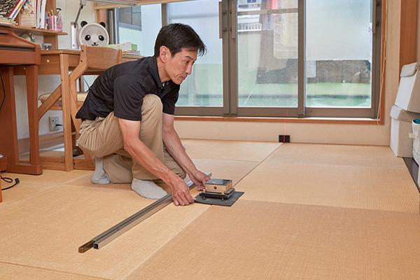 畳を新調する和室の採寸工程