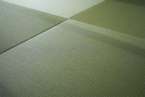 い草や和紙を使用した縁が付かないヘリなし畳