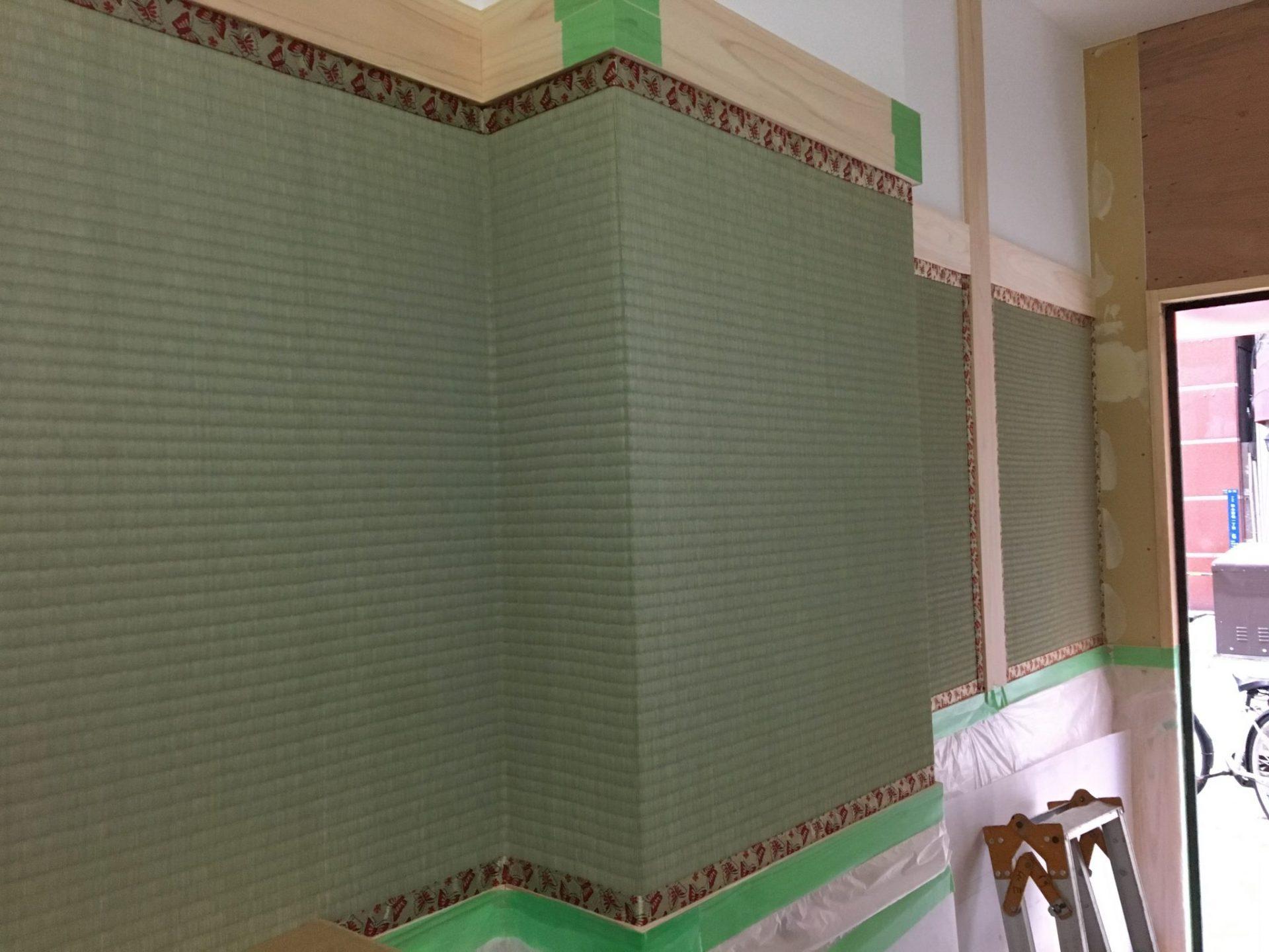 壁に貼り付けた畳表