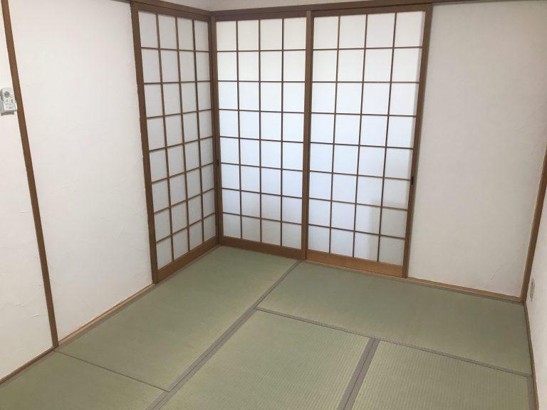 国産の藺草畳表を張り付けた普及品クラスの畳