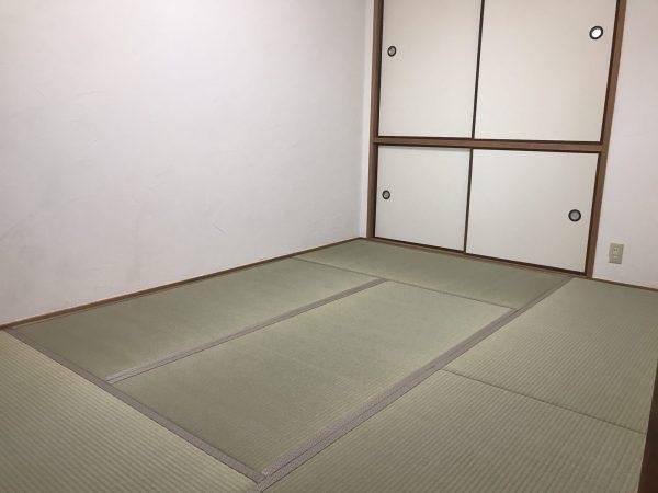 国産の藺草畳表を貼り付けた普及品クラスの畳