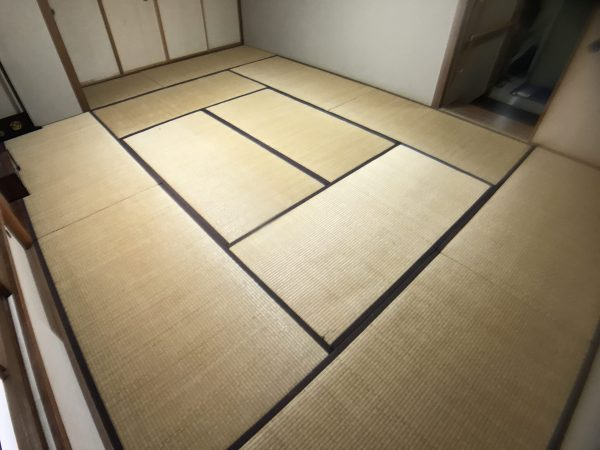 張替える前の畳